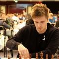 LIVE! - 11:15 -  Megkezdődött a sakk Bundesliga - Rapport Richárddal (2/1.5), Lékó Péterrel (2/0.5), Almási Zoltánn(1/1)al és Bánusz Tamással (2/2)
