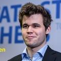 LIVE! - 13:30 - Tata Steel  2019-01-12 - 27 - Az elitben: Magnus Carlsennel (1- (7/4.5) - A VII. fordulóban:  Mamedyarov Shakhriyar (AZE) 0.5 - 0.5 Rapport Richard (7/3), a B csoportban: Gledura Benjamin (7/4) - Keymer Vincent (GER)