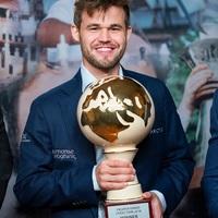 Carlsen nyolc verseny egymásutáni megnyerését követően 2014.-évi májusi élőpont-csúcsánál (2882) tart -