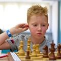Közeledik - Magyar Korcsoportos Nemzeti Sakkbajnokság 2019 - Balatonlelle, 2019. június 21-28. - Zuhanás a mélybe - Jön a fülvakarás
