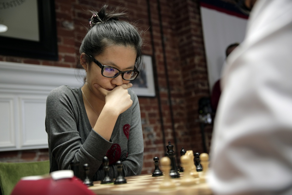 gm-hou-yifan-at-the-2016-st_-louis-showdown-photo-spectrum-studios_1.jpg