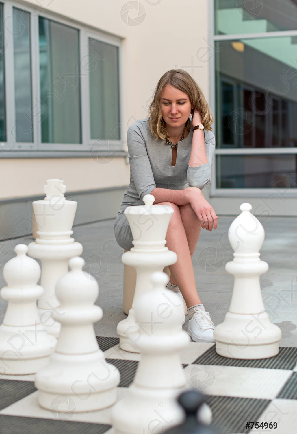 woman-playing-outdoor-chess-game-754969.jpg