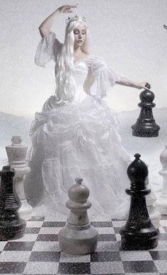 31ec07d1bd63cb99a21ec95206ff7697--chess-sets-kultura.jpg