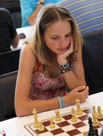 a03c85d603cb22389577386c39a080ab--chess-play-stunningly-beautiful.jpg