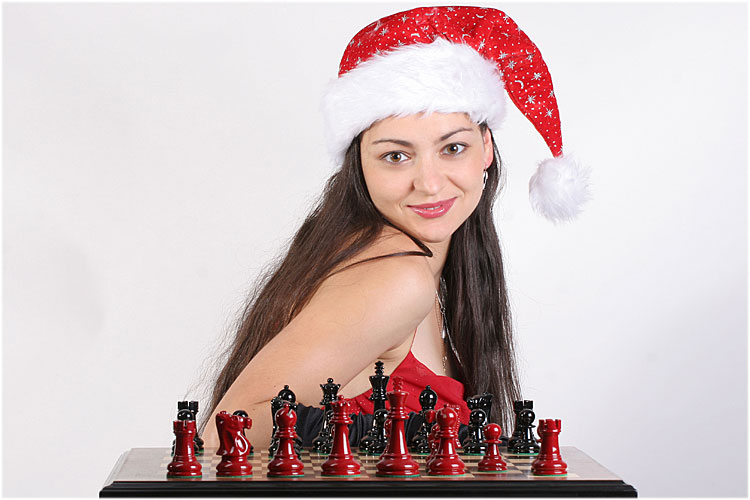 dec-22_christmas-chess-queen.jpg