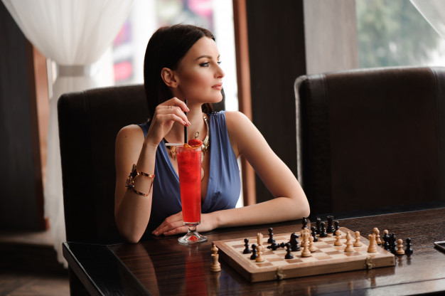 girl-having-cocktail-with-chess-board_104603-5745.jpg