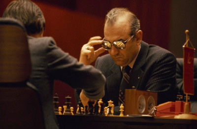 korchnoi_glasses_400.jpg