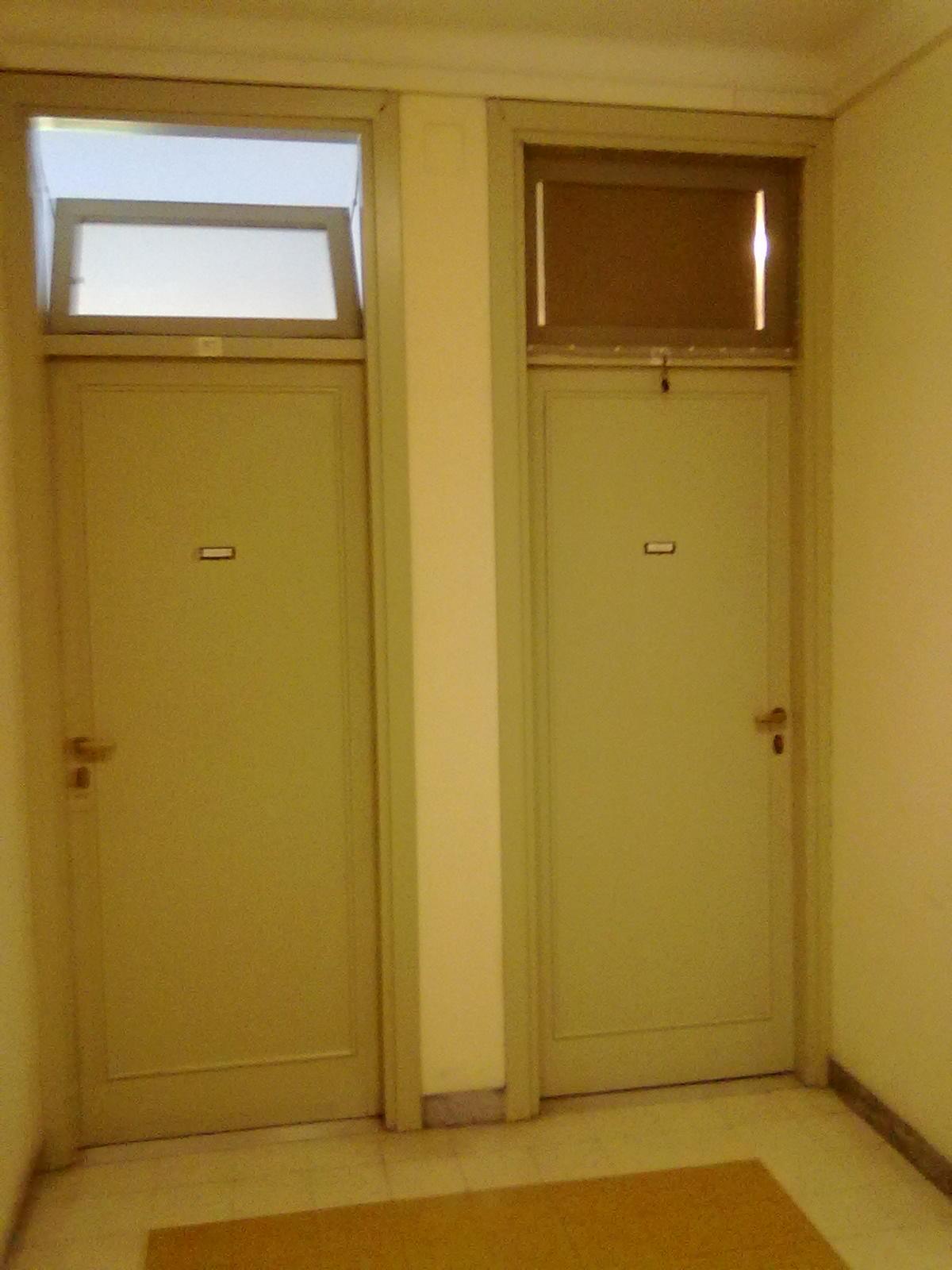 A két délelőtt 10 órakor készült. A bal oldali az én szobám, a jobb oldali a szomszéd vámpíré