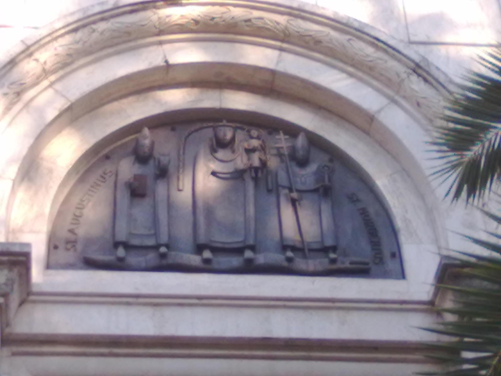 Templomunk bejárata - Szent Ágostonnal és Szent Norberttel
