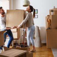 Miért nem vesznek lakást: mert mamahoteleznek, élősködnek vagy mert nehéz helyzetben vannak a fiatalok?