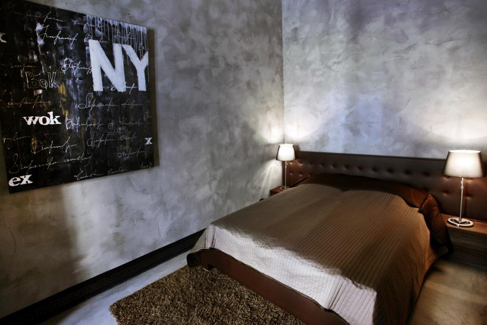 A Catherine Dickens Property ajánlata egy 120 nm-es lakás a Király utcában fémes-fényes dizájnos berendezéssel, ára: €357,140