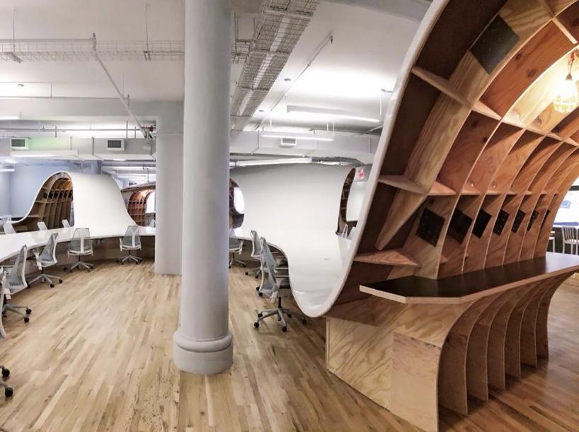 clive-wilkinson-barbarian-group-desk-designboom-02.jpg
