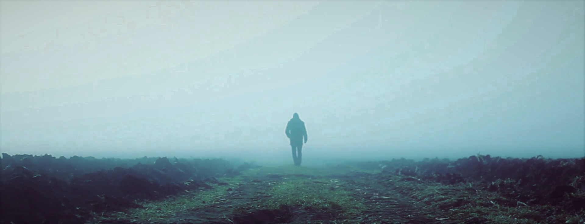 lonely-man-walking-into-a-foggy-field_hchsjbije_thumbnail-full02.png