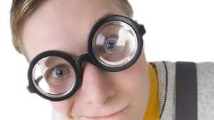 Milyen kényelmetlenségekkel jár a szemüveg viselése?