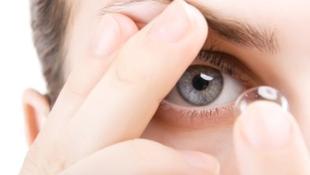 Milyen kényelmetlenségekkel jár a kontaktlencse viselése?