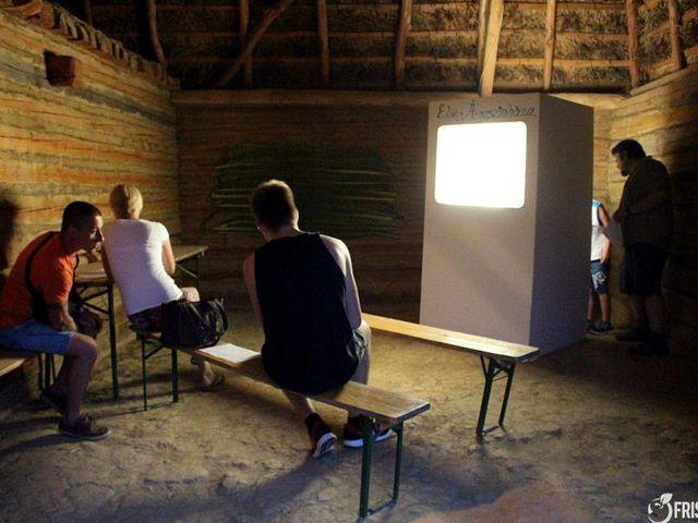 Éliás árnyszínháza és a szociális tárgyak