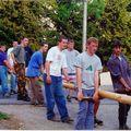 20 éve történt: Májusfa-állítás Nardán