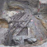 Vizesárok és faerődítmény védte a késő középkori várost