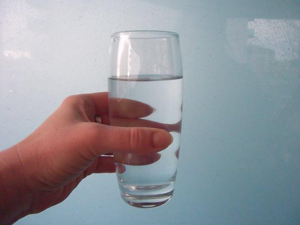 Milyen nehéz egy pohár víz?