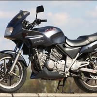 Óda a nőhöz, avagy motorral járni olcsó?