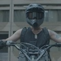 Motorral a zombik ellen