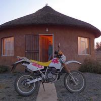 350-essel mennek a sivatagba