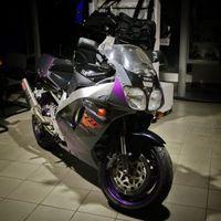 A cicaszemű Yamaha visszanéz