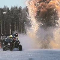 Drift párbaj a jégen: GSX-R1000 vs. Polaris RZR