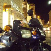 Az Alpokban motorozik a japán