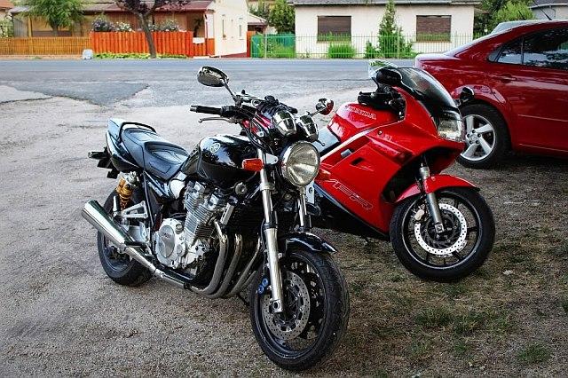 Yamaha XJR 1300-Honda VFR 750 rc 360.JPG