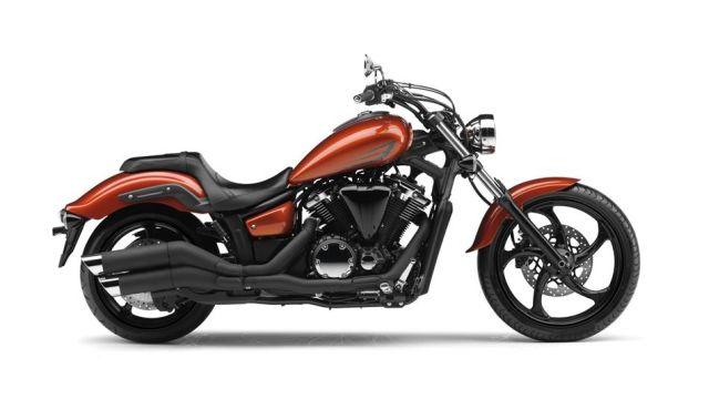 2014-yamaha-xvs1300-custom-eu-liquid-copper-studio-002.jpg