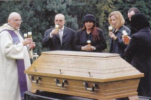 Söröspalack alá temetkezik