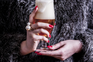Nő a sörben