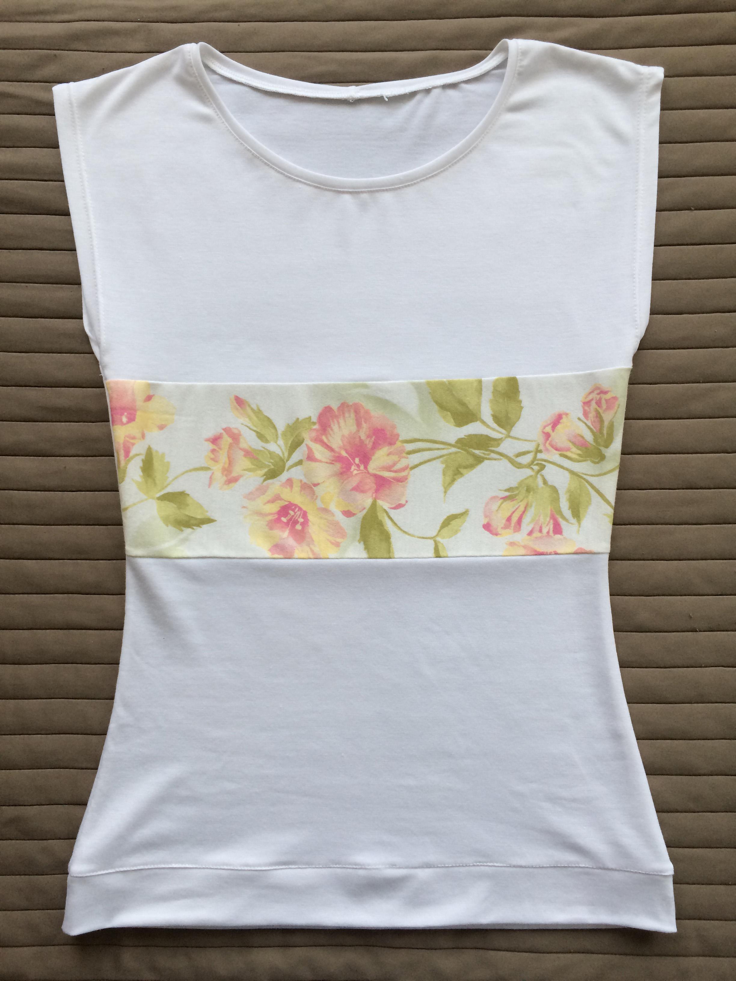 Manapság viszonylag olcsón meg lehet vásárolni az egyszerűbb felsőket  pólókat 860a5b3c55