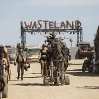 Észvesztő! Posztapokaliptikus Mad Max cosplay-show, amitől leesik az állad