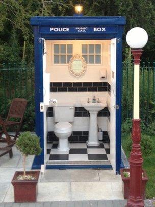 tardis toilet.jpg