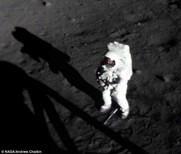 Neil-Armstrong-on-the-moon-face.jpg
