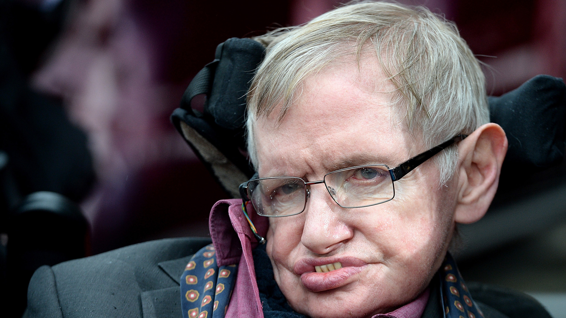 stephenhawking_2015_davejhogan_getty.jpg