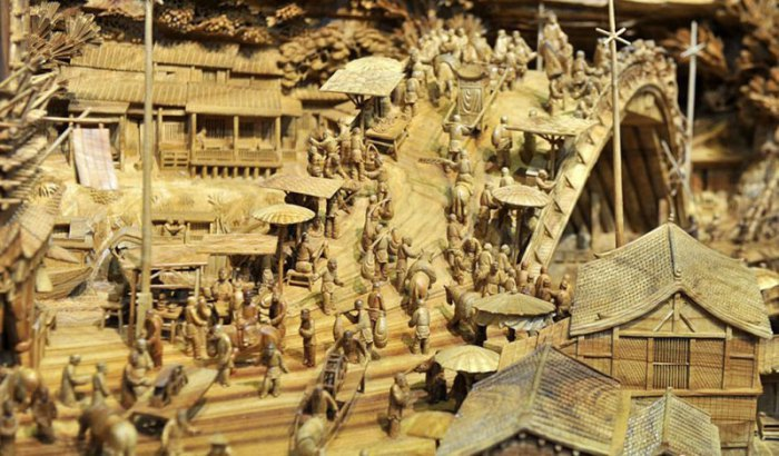 worlds-longest-wooden-carving-was-made-from-a-single-tree-trunk-zheng-chunhui-4.jpg