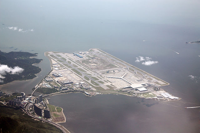 640px-A_bird's_eye_view_of_Hong_Kong_International_Airport.JPG