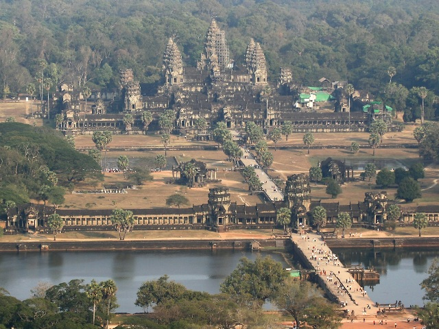 Angkor_Wat_In_Cambodia.jpg