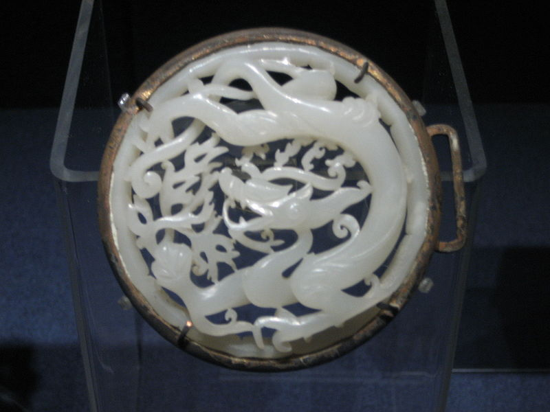 Belt_plaque_with_dragon_medallions.jpg