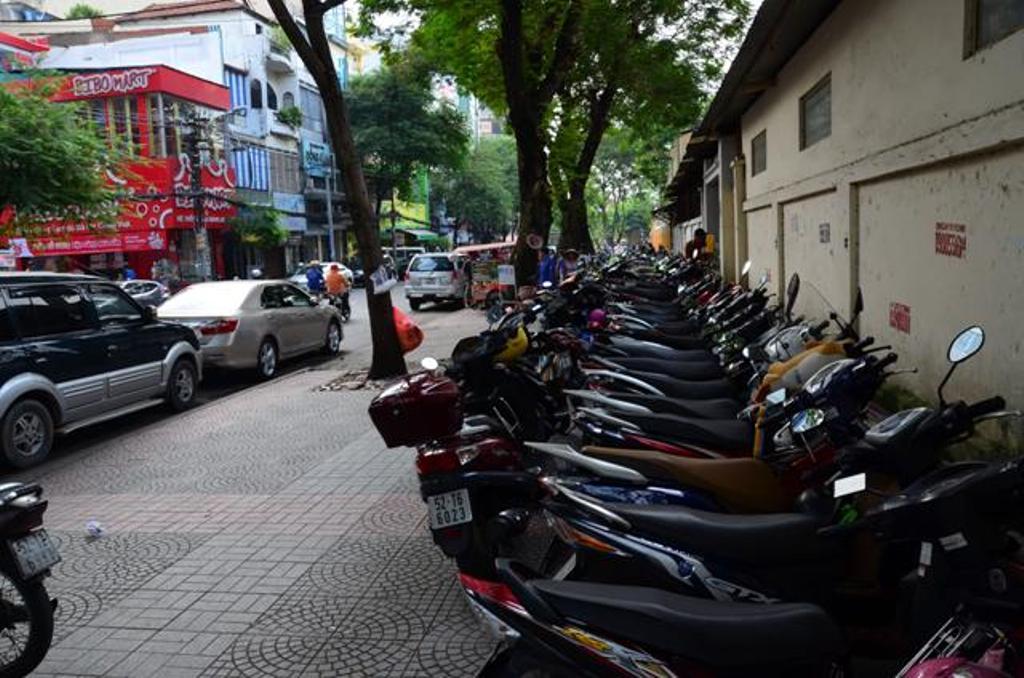 motorok parkolnak