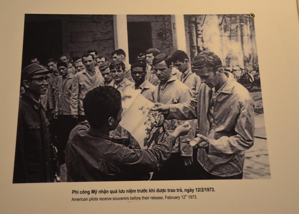 ajandekot kapnak a vietnami allamtol.