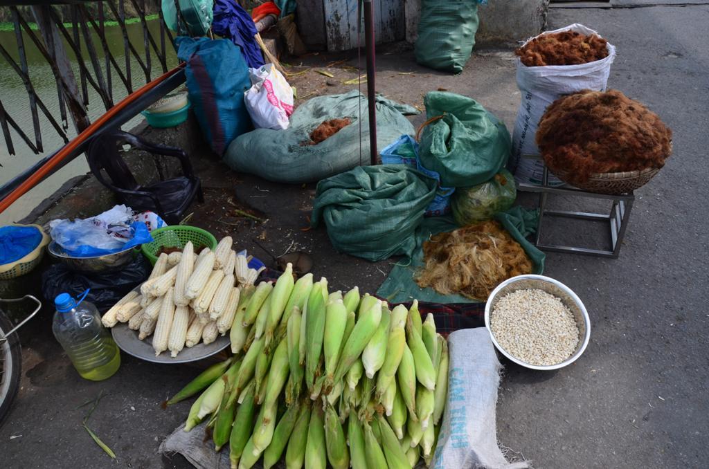 a hidon kukoricat arulnak mindenfele formaban: csovestol, leszemezve, hejastol vagy anelkul, kukorica hajat