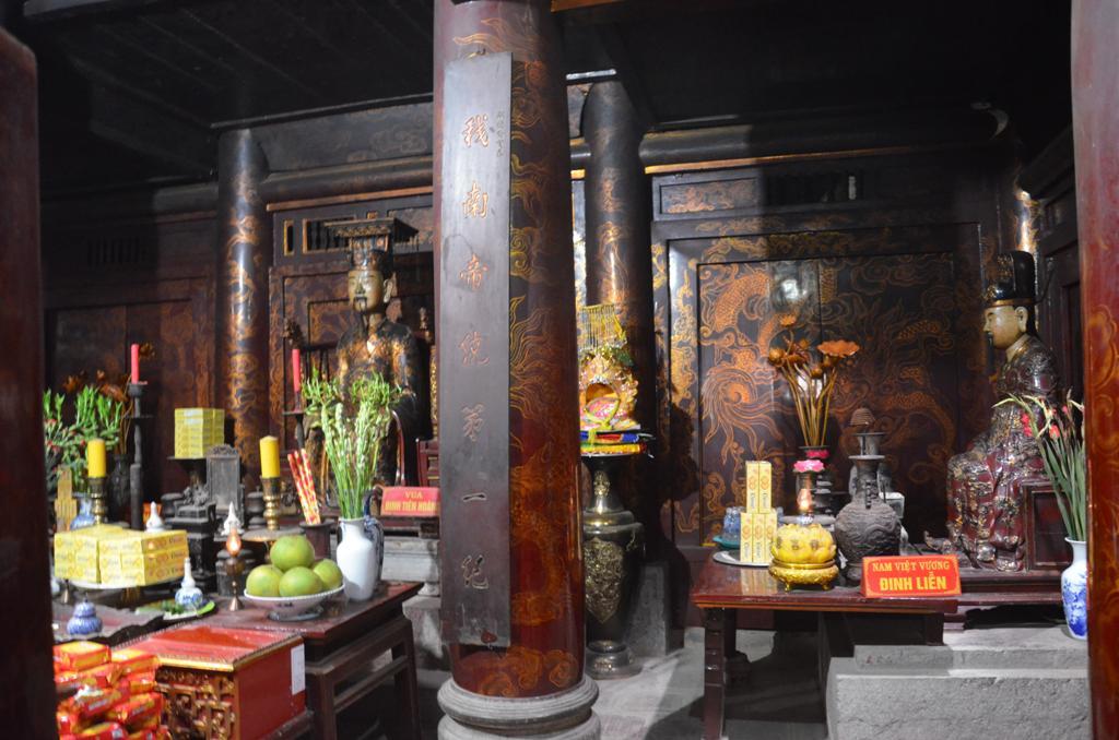 Le Dai Hanh csaszar es felesege