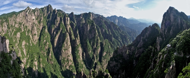 Huangshan Grand Canyon Panorama.jpg