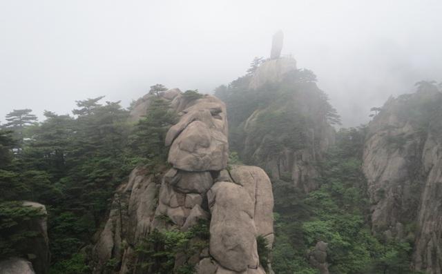 Huangshan-in-fog.jpg