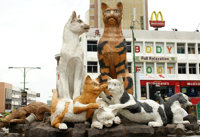 Kuching_Cat_Statue_-_01.JPG
