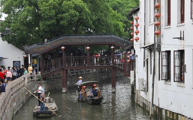 Zhujiajiao_village_cruise_2.jpg